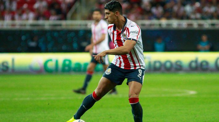 Alan Pulido se queda en Chivas: Mariano Varela
