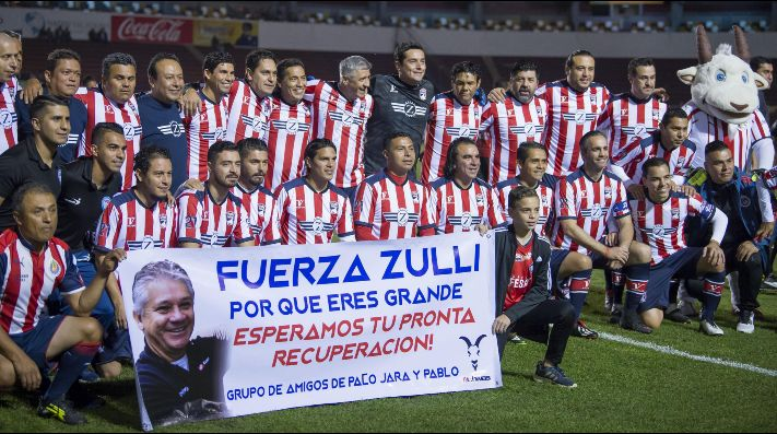 ¡Chivas triunfa en partido de leyendas!