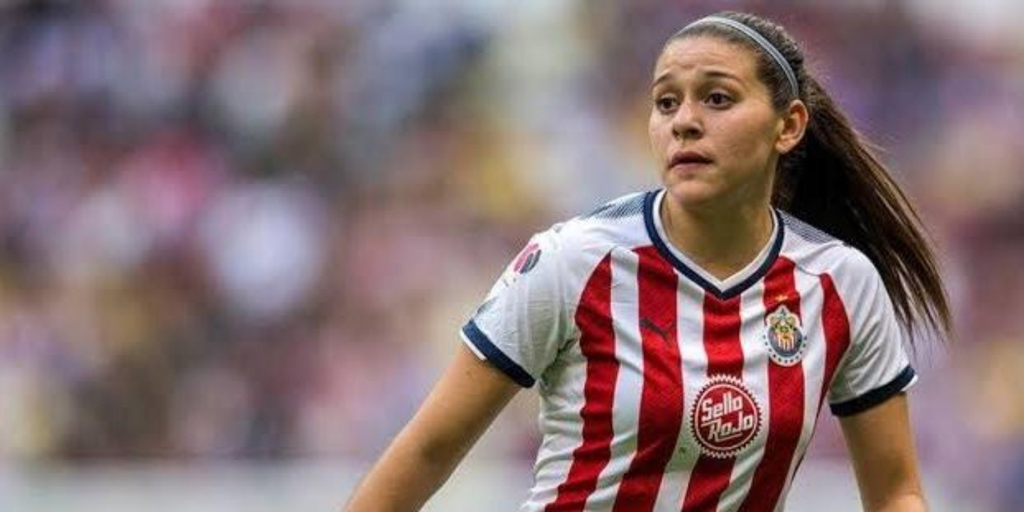 Norma no se ve con otra camiseta que no sea la de Chivas